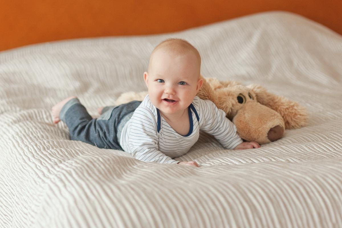 Фотограф на домашнюю фотосессию малыша, фотограф семейный, Денис Шмигирилов