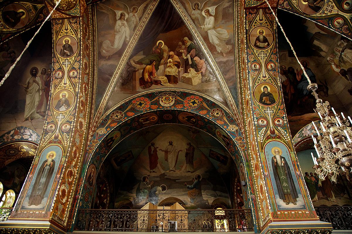 Крещение в Успенском храме СПб, фотограф на крещение