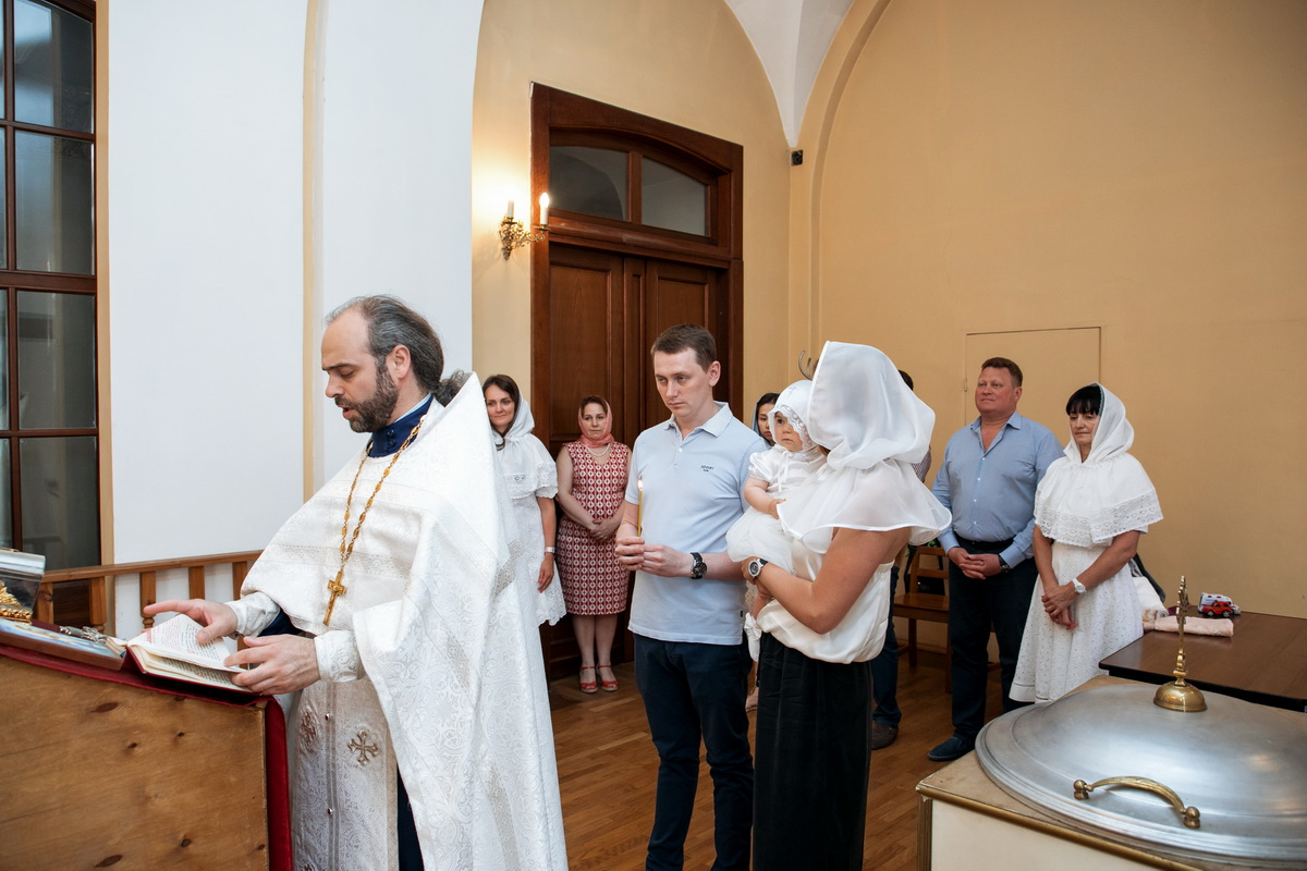 Пантелеймоновская церковь крещение